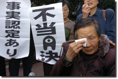 Velhinha chinesa chorando