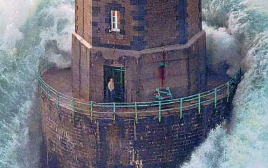 Onda no Farol wave amazing photo pics lighthouse