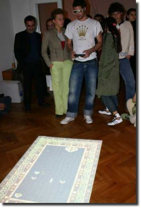 Jogando space invaders no tapete carpet carpete