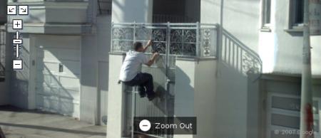 cara pulando portão ladrão