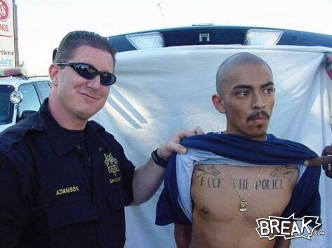 "tatoo ""Fuck the police"""