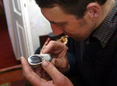 Leonid Stadnyk jogando celular
