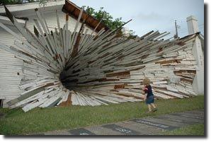 Casa túnel obra de arte