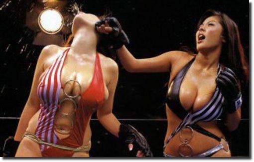 Peitudas lutando boxe