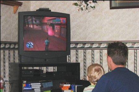 Pai e filho jogando GTA