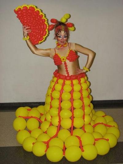 Fantasia feita de balões